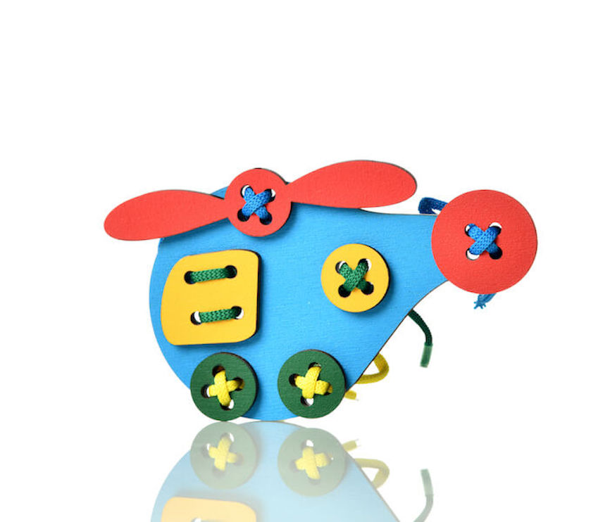 Шнуровка Фантастик Игра Прошнуруй вертолет589-800906Яркая и интересная, занимательная и развивающая игра серии Возьми с Собой — прошнуруй «Вертолет». Великолепно развивает мелкую моторику, воображение и усидчивость у детей. Малыши получат огромное удовольствие как от самого процесса, так и от результата. Готовую игрушку можно поставить на полку, а можно использовать разнообразных играх.