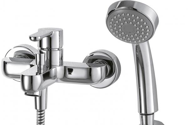 Смеситель Bravat для ванны с коротким изливом с аксессуарами Stream F63783C-B, серебристый смеситель для ванны lemark plus shape с изливом 300 мм с аксессуарами lm1751c
