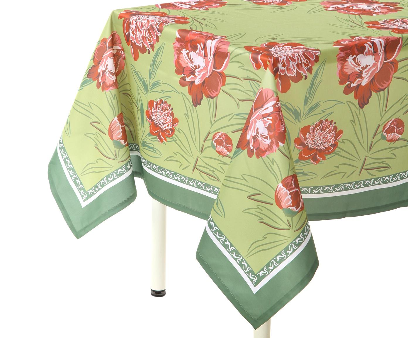 """Скатерть Blonder Home ETERI, зеленый, красный18-140Кухонный текстиль коллекции """"ETERI"""" украсит интерьер своим цветочным дизайном и подарит вам хорошее настроение. Скатерть и салфетки не потеряют форму, а насыщенные цвета не побледнеют даже после неоднократной стирки. Благодаря водоотталкивающей пропитке и защите от грязи и пятен, их легко очистить и они будут радовать вас долгое время."""