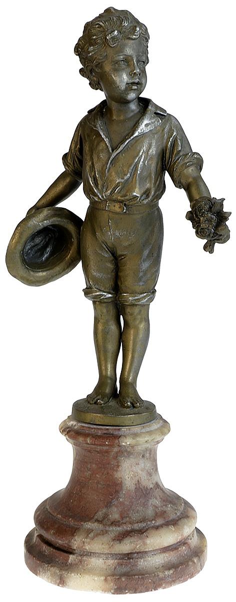 Статуэтка Мальчик с букетом и шляпой в стиле Арт Деко. Металл мрамор. Высота 31 см. Западная Европа вторая половина ХХ века статуэтка мальчик на лыжах