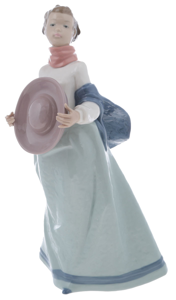 Статуэтка Lladro Девушка с шляпой. Фарфор, ручная роспись. Высота 32 см. Nao, Испания (Валенсия), 1997 год статуэтка albertini девушка с голубями высота 24 см