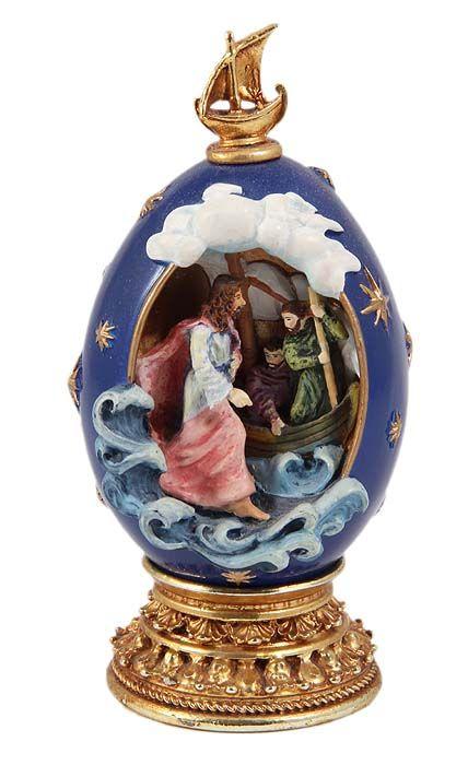 Яйцо Хождение по водам. Фарфор, ручная роспись, золочение, House of Faberge, 1990-е гг