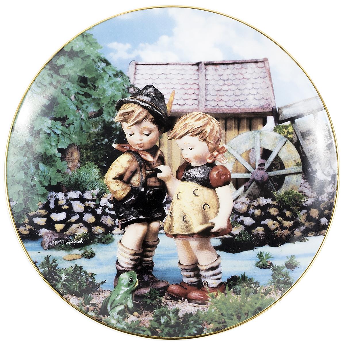 Декоративная тарелка Goebel Привет там внизу. Фарфор, деколь, золочение. Швейцария, вторая половина ХХ века декоративная тарелка goebel сюрприз фарфор деколь золочение швейцария вторая половина хх века