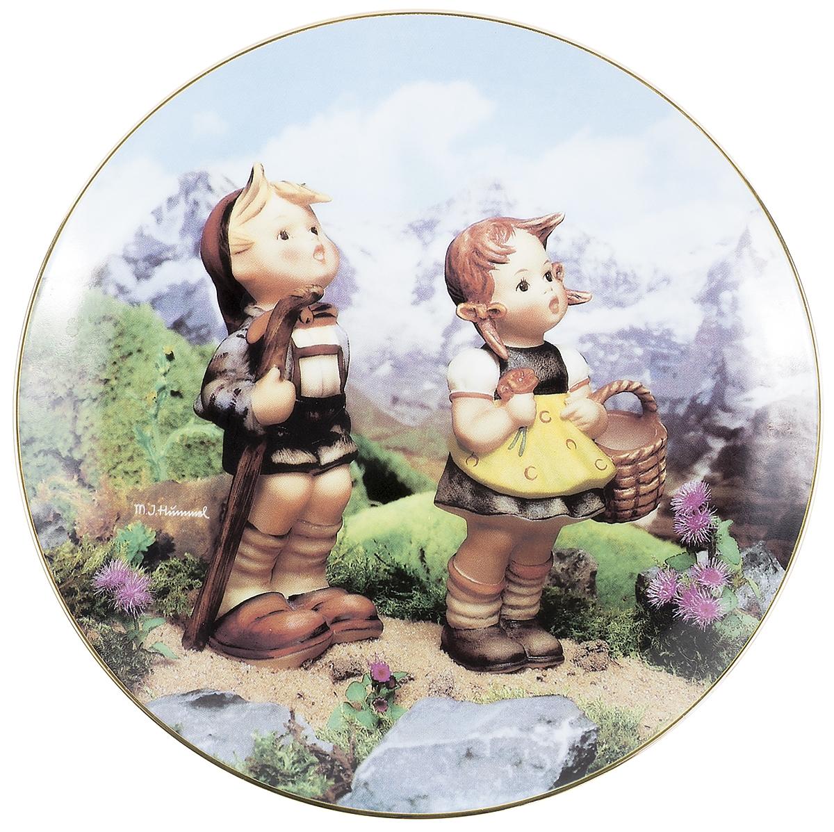 Декоративная тарелка Goebel Маленькие исследователи. Фарфор, деколь, золочение. Швейцария, вторая половина ХХ век декоративная тарелка goebel сюрприз фарфор деколь золочение швейцария вторая половина хх века