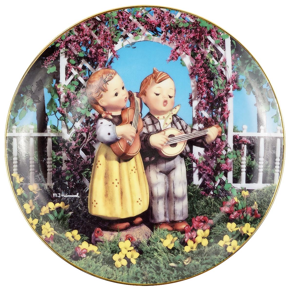 Декоративная тарелка Goebel Маленькие музыканты. Фарфор, деколь, золочение. Швейцария, вторая половина ХХ века декоративная тарелка goebel сюрприз фарфор деколь золочение швейцария вторая половина хх века