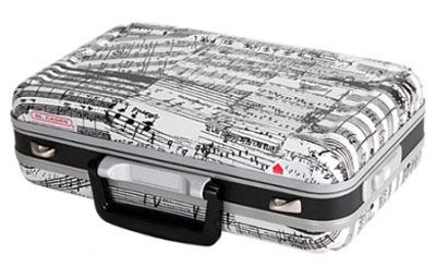 Аксессуар для духовых GL CASES GLC-CL(J10)я4711-53Жесткий кейс для кларнета из пластика ABS с принтом на музыкальную тему светло-серого оттенка Прочный и легкий алюминиевый каркас и базовая структура из алюминиево-цинкового сплава Экстерьер из пластика ABS, устойчивый к низким температурам Четырехслойная внутренная конструкция Отделка интерьера мягкой тканью черного цвета Отделения для хранения эски, мундштука и тростей Два замка-защелки Размер 37.5 x 25 x 10.5 см Вес 1.3 кг