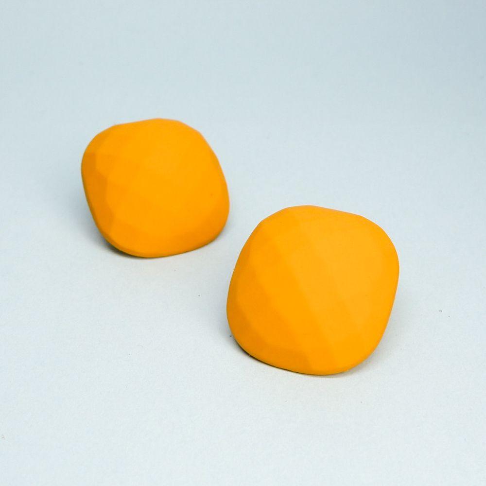 """Серьги бижутерные OTOKODESIGN 53900, АкрилПуссеты (гвоздики)Серьги овальной формы (Soft touch) желтого цвета. Очаровательное лаконичное украшение способное дополнить любой образ и подчеркнет нежность и женственность любой представительницы прекрасного пола! Серьги изготовлены из акрила с полимерным покрытием """"Soft Touch"""" - долговечного и практичного материала, который будет долго сохранять свой первозданный вид и радовать вас! Швенза из бижутерного сплава с гиппоаллергенным покрытием."""
