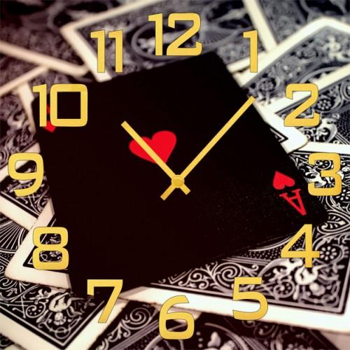 Настенные часы Kitch Clock 35016523501652Настенные часы. Механизм: Кварцевый. Корпус: Дерево. Размер: Диаметр 35 см. Рисунок: Черный червовый туз