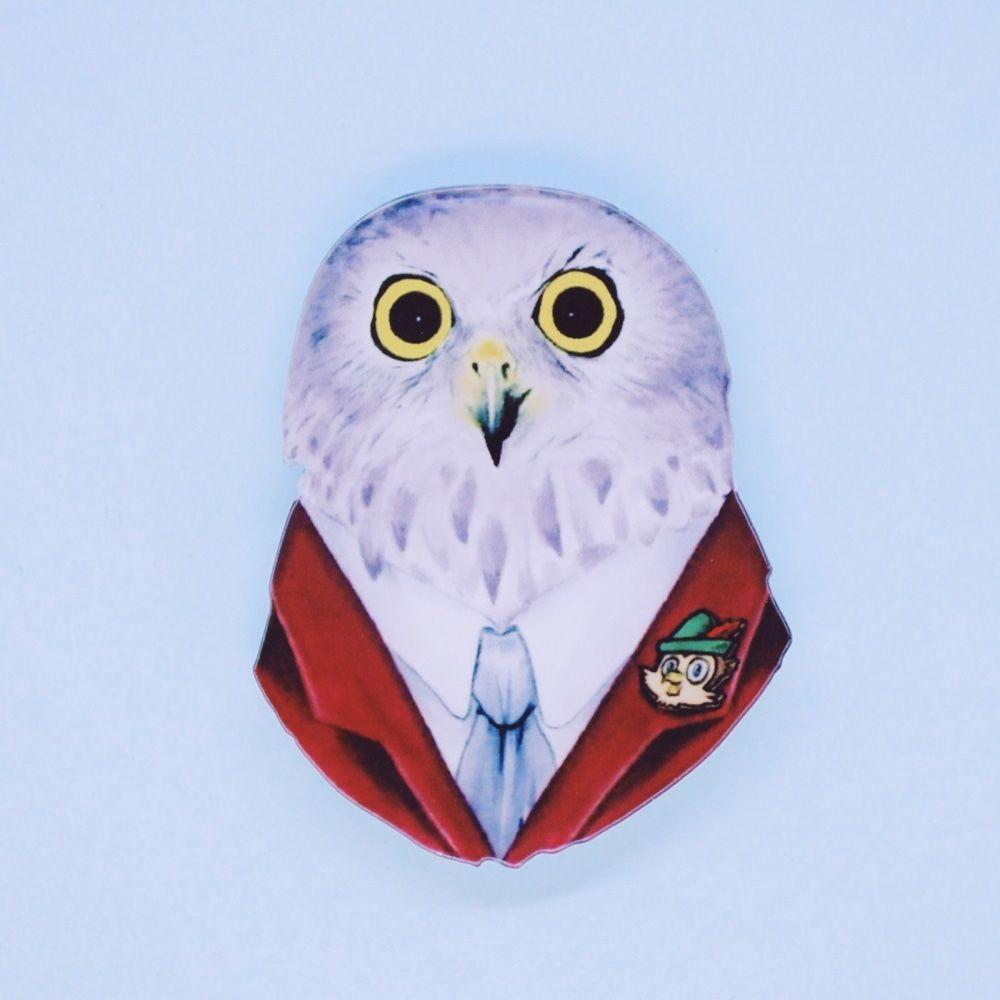 """Брошь бижутерная OTOKODESIGN 51393, АкрилГладкая брошьАкриловый значок для одежды Филин в галстуке. Выполнен из акрила; с креплением безопасного типа """"Булавка"""". Можно носить как на лацкане пиджака или пальто, так и на платье или блузке (или любом другом элементе гардероба)"""