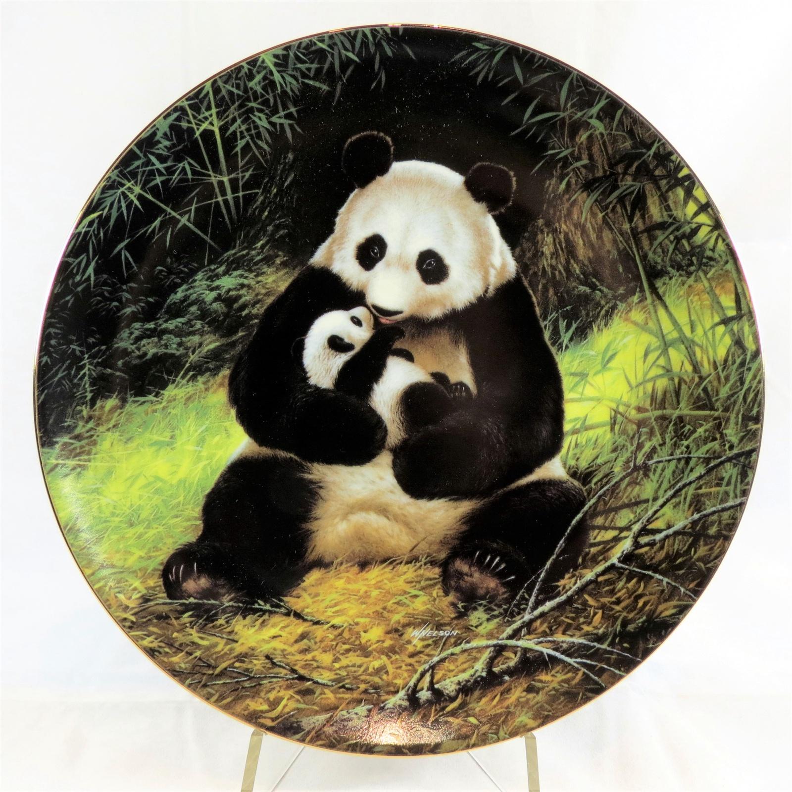 """Декоративная тарелка W.S. George. Fine China """"Последний в Своем Роде: Находящийся Под Угрозой Исчезновения. Панда"""". Фарфор, деколь. США, 1988"""