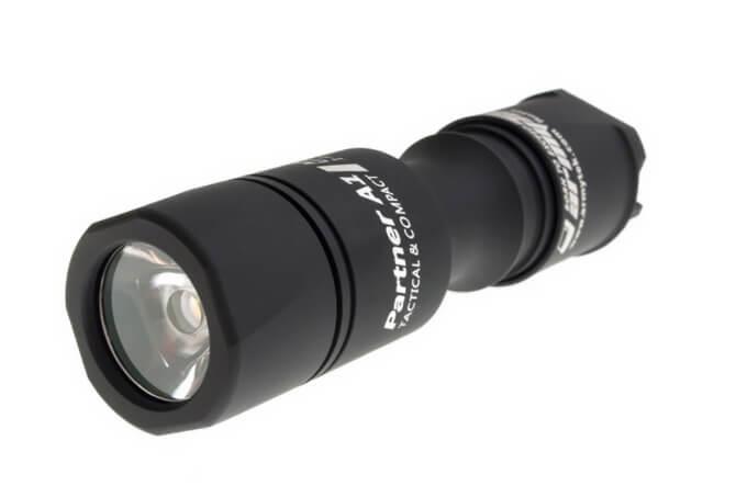 Ручной фонарь ArmyTek Partner A1 v3 XP-L теплый свет
