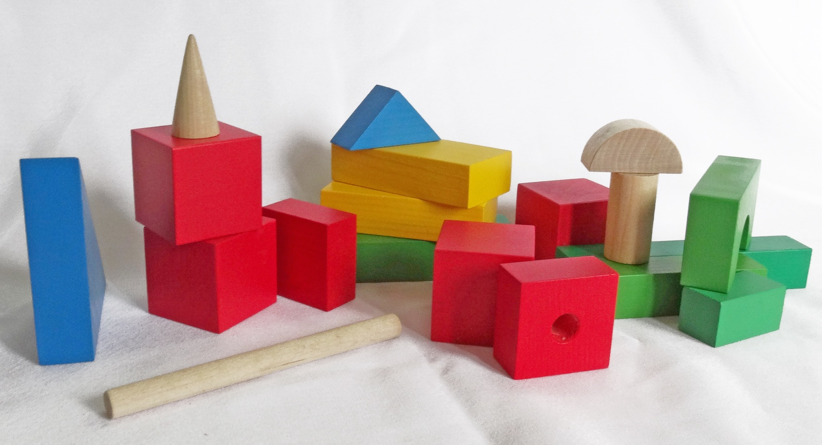 Развивающая игрушка Конструктор детский настольный из дерева СТРОИТЕЛЬ - 34 элементов красный, синий, зеленый, желтый
