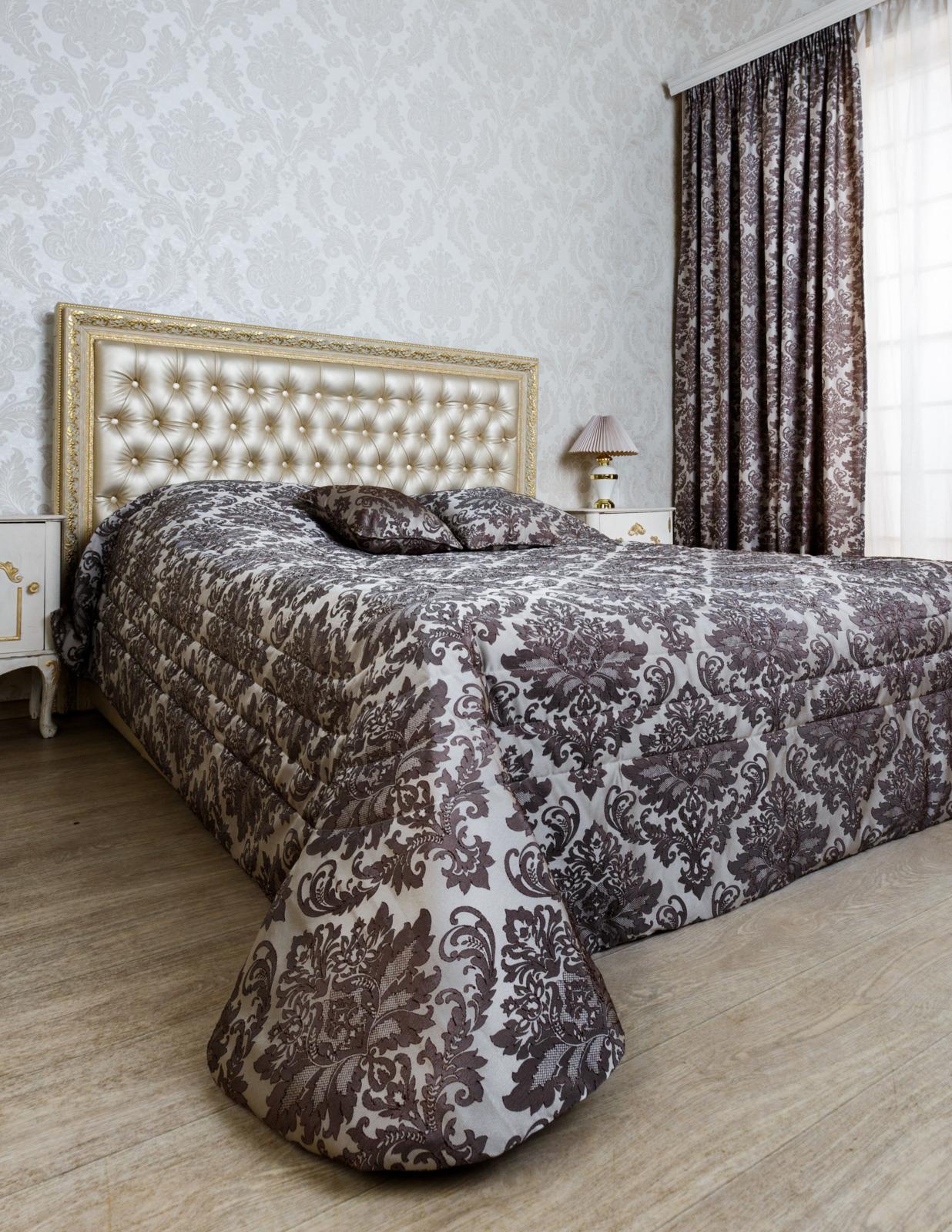 Покрывало Classic by T Комплект Романа Покрывало, 240 х 260 см + Подушки, 40 х 40 см, 2 шт коричневый