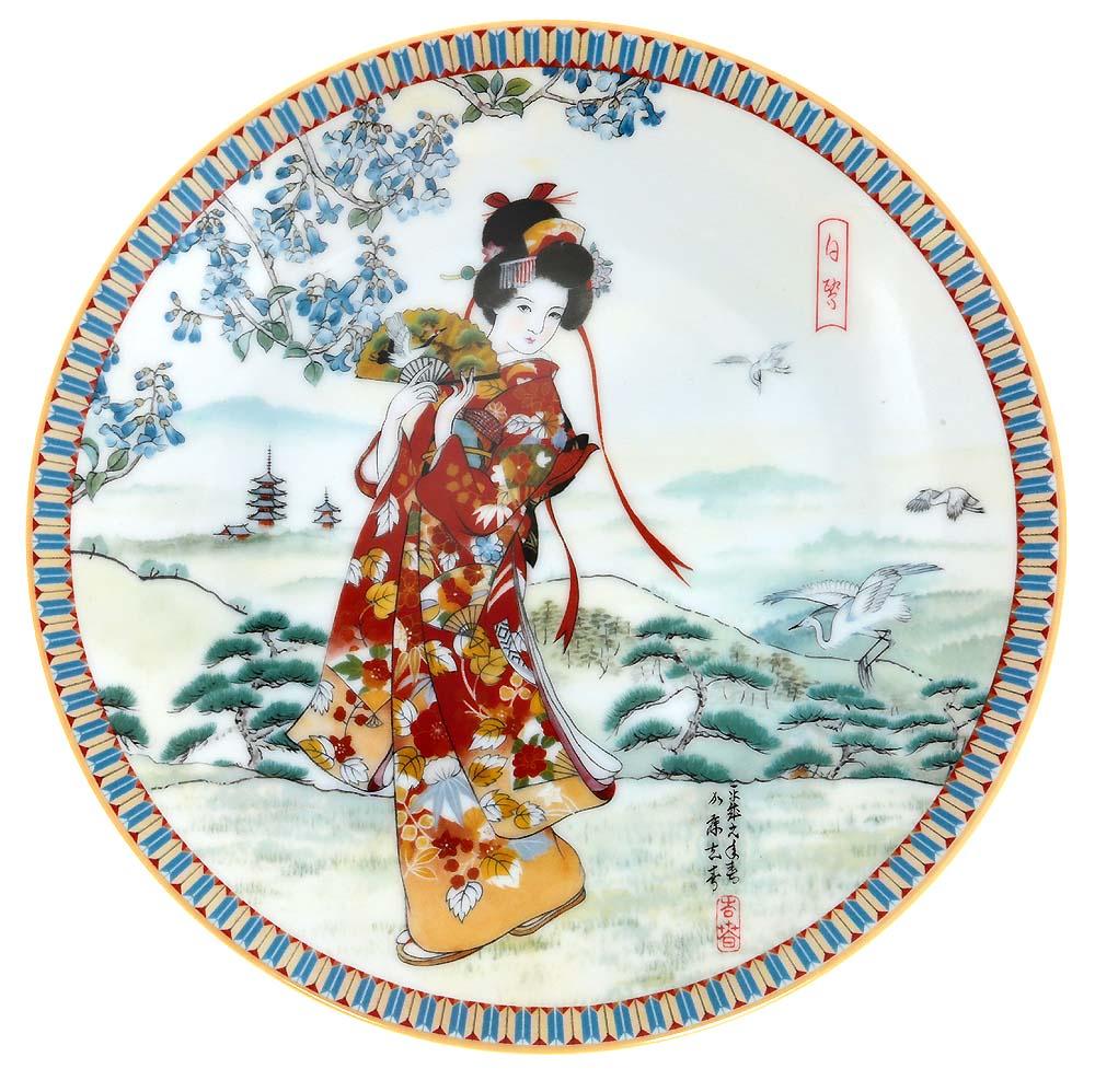 Декоративная тарелка Ketsuzan-Kiln Гейша и журавли, декоративная тарелка. Фарфор, деколь. Япония, 1990 год декоративная тарелка ketsuzan kiln гейша с зонтиком декоративная тарелка фарфор деколь япония 1990 год