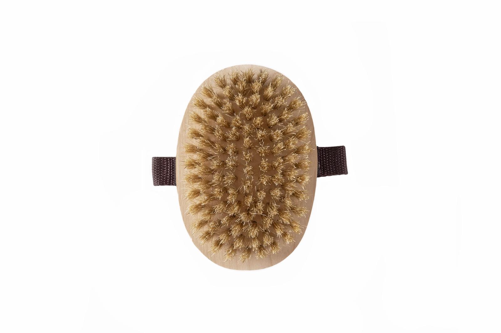 Щетка круглая Массажируя кожу сухой щеткой, вы стимулируете лимфатическую систему...