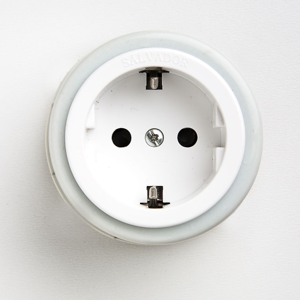 Розетка электрическая Salvador-electro Ретро белая серия для наружного монтажа электрическая розетка siemens 10a