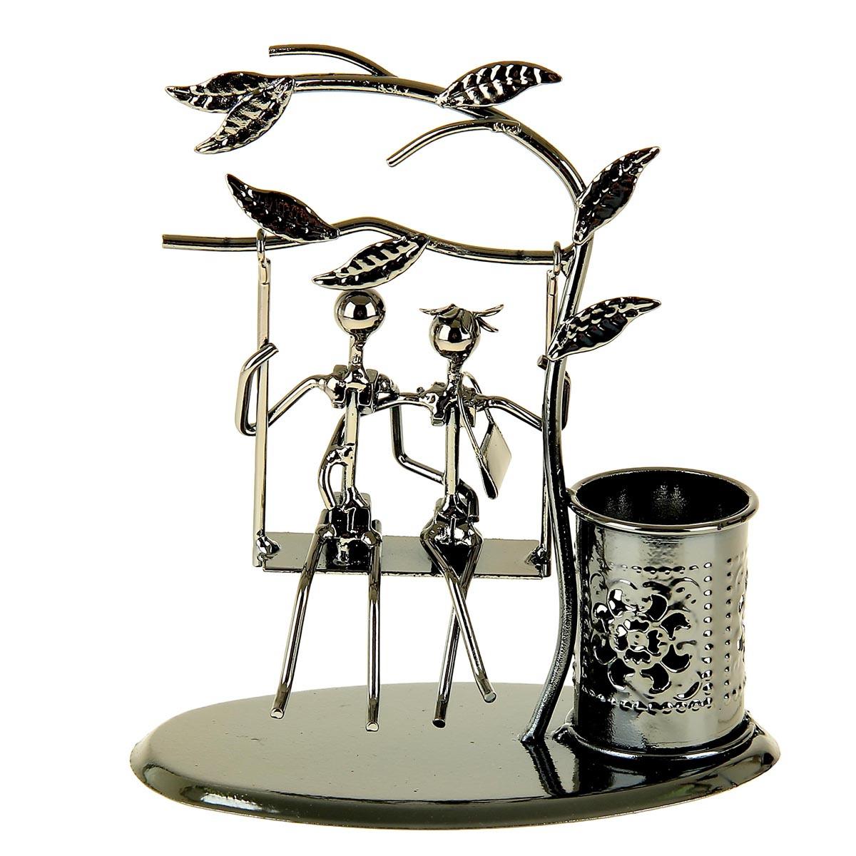 Подставка для канцелярских принадлежностей Парочка на качели под деревцем, 1078316, серебристый, 16 х 18 х 9 см