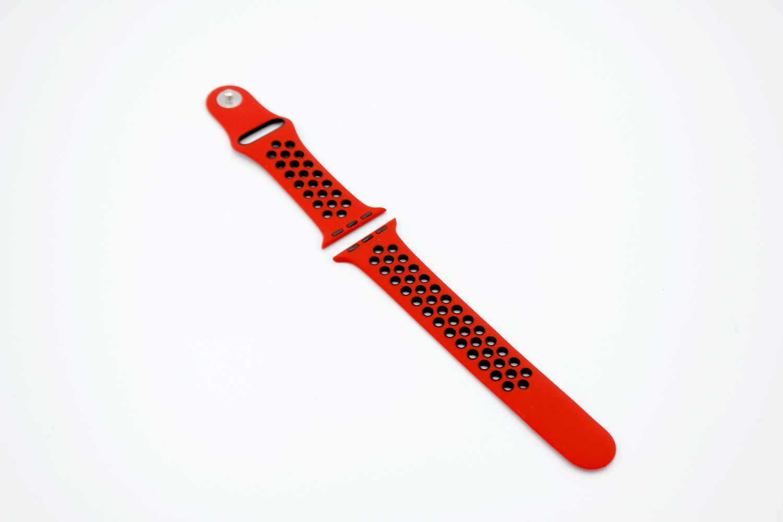 Ремешок для смарт-часов Apple Силиконовый ремешок для Watch 38/40 серия Nike, красный часы apple watch nike series 3 gps cellular 42 мм корпус из алюминия цвета серый космос спортивный ремешок nike цвета антрацитовый чёрный