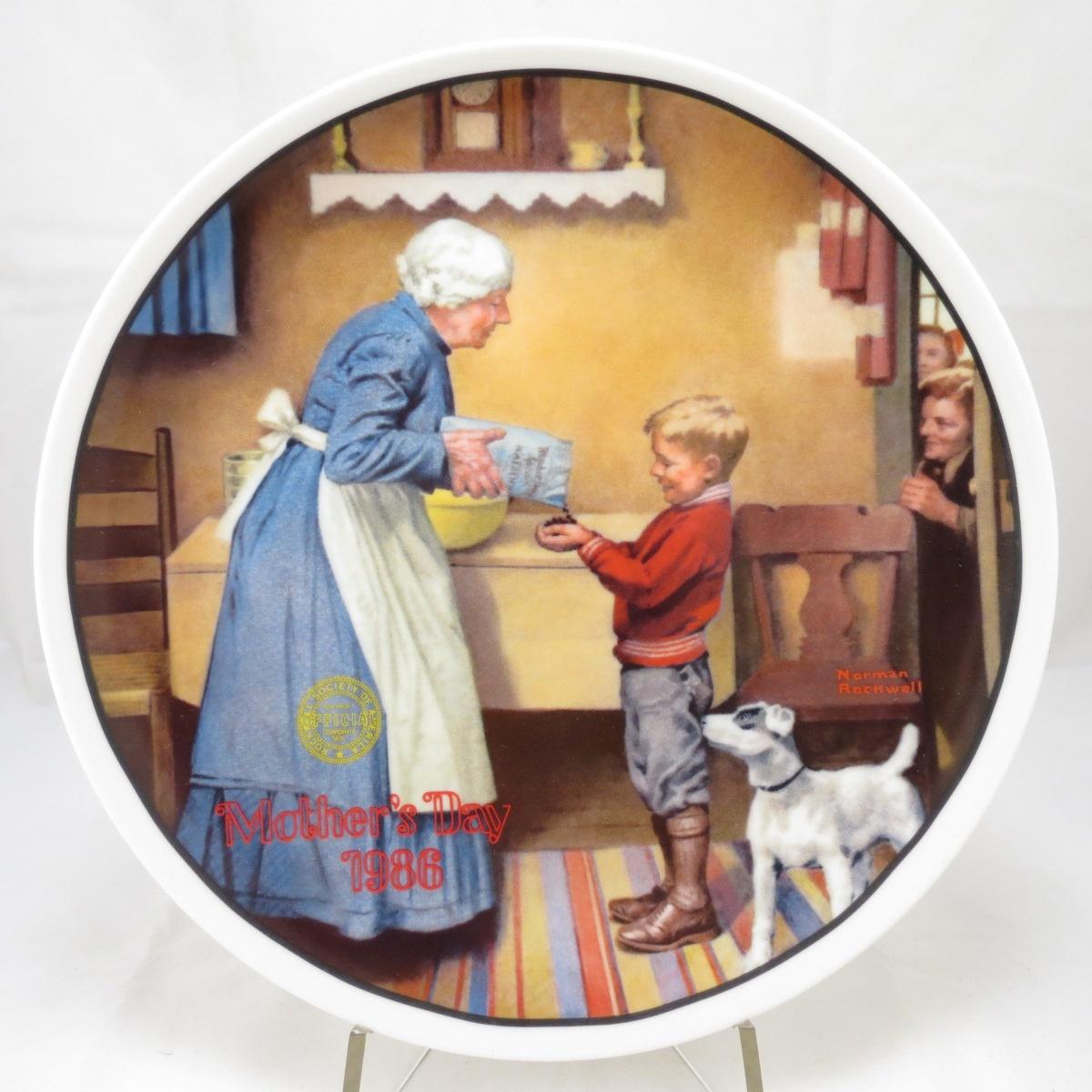 Декоративная тарелка День матери 1986: Набег на Запасы. Фарфор, деколь. США, Edwin M.Knowles China Company, Норман Роквелл, 1986 декоративная тарелка knowles коллекция наследие профессор фарфор деколь сша норман роквелл 1986