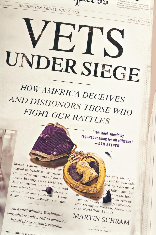 лучшая цена Martin Schram Vets Under Siege