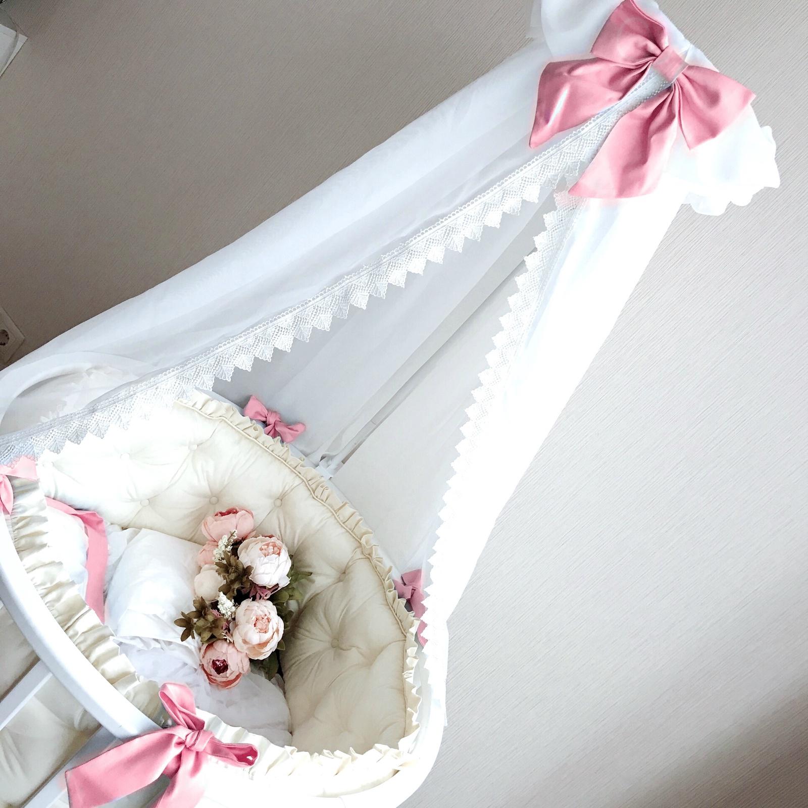 Балдахин белый малый с розовым бантом и кружевом