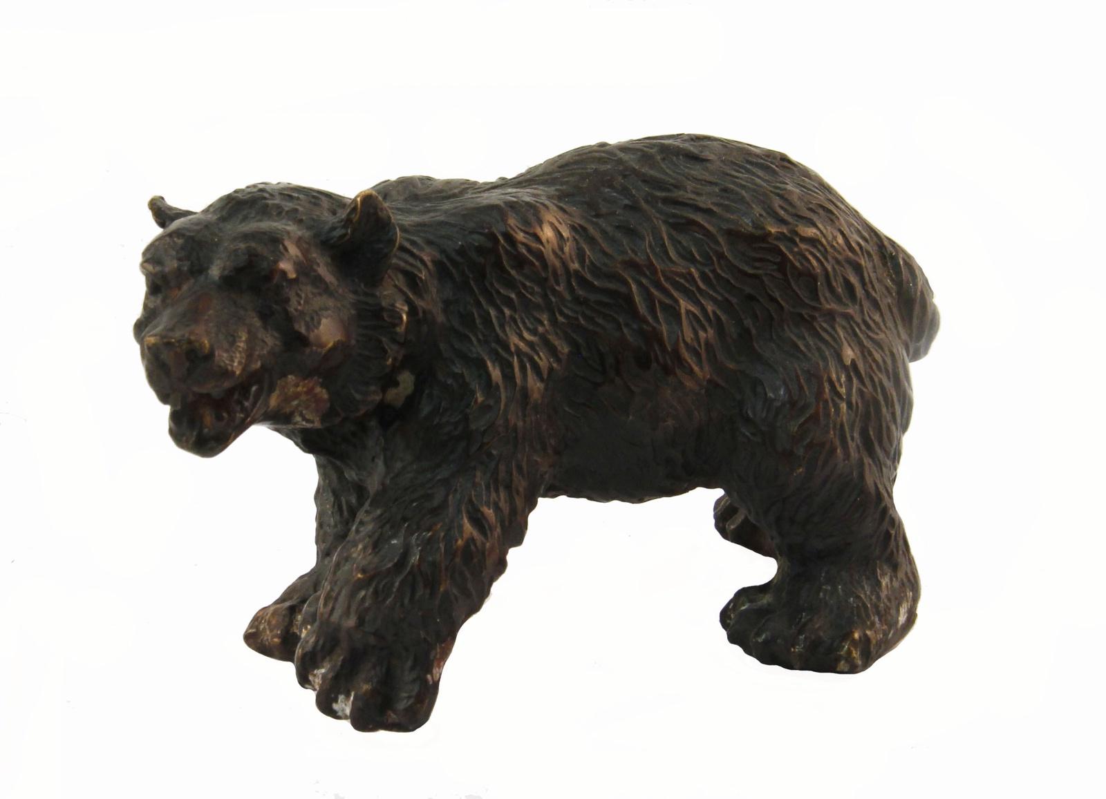 Статуэтка Медведь. Бронза, прочеканка. Китай, вторая половина XX века курительница слон в тибетском стиле бронза прочеканка китай вторая половина xx века