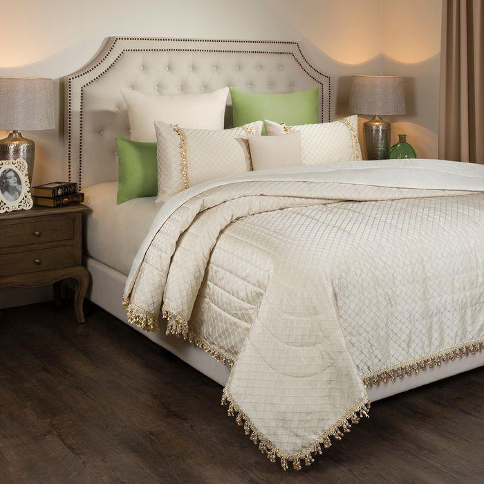 цена Комплект постельного белья SANTALINO Комплект постельного белья Палаццо, покрывало, 250 х 230 см, 2 наволочки 50 х 70 см белый онлайн в 2017 году