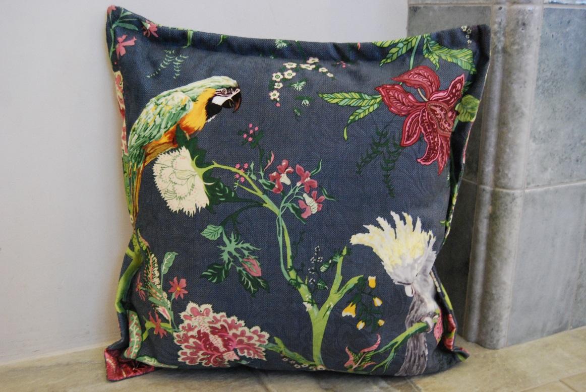 все цены на Подушка декоративная Синяя Попугаи и цветы онлайн