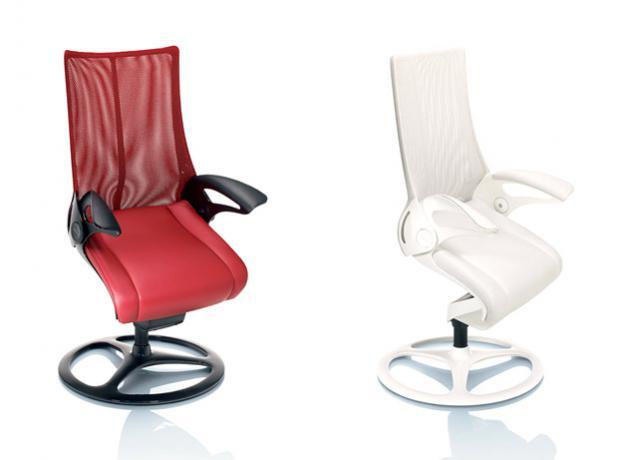 Кресло офисное Okamura Leopard роботизированное Предназначено для ВИП залов и переговорных (цвет обивки: черный, цвет каркаса: черный, основание: крестовина)