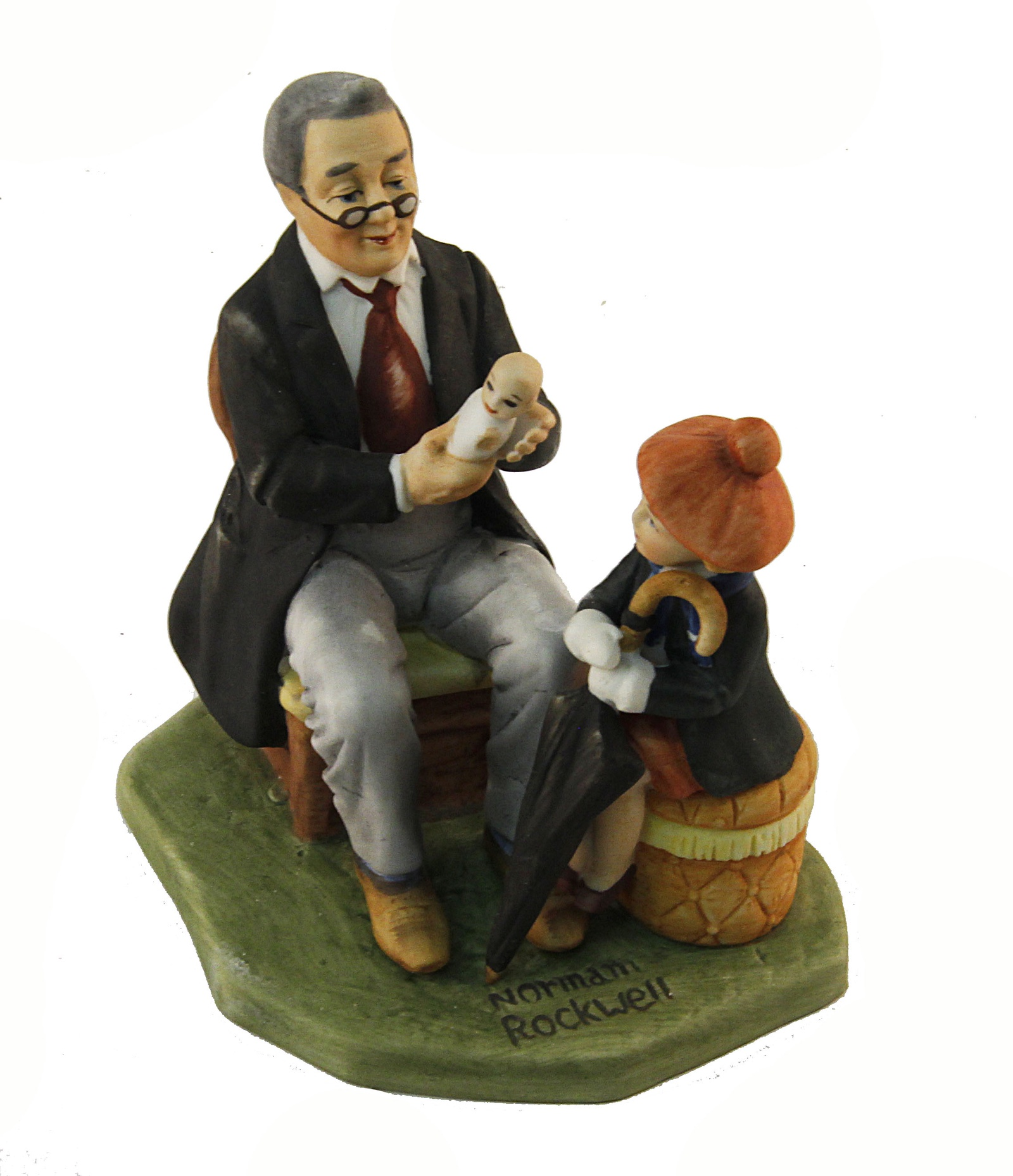 "Норман Роквелл. Декоративная коллекционная статуэтка ""Доктор и кукла"". Фарфор, роспись. Япония, конец ХХ века"
