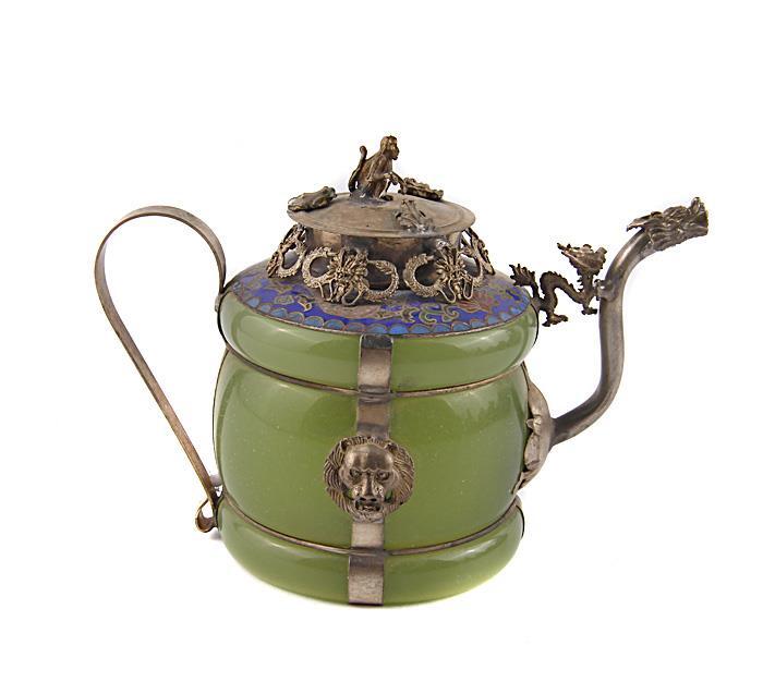 Декоративный чайник в традиционном тибетском стиле. Искусственный нефрит, металл, прочеканка, клуазоне. Китай, вторая половина XX века курительница слон в тибетском стиле бронза прочеканка китай вторая половина xx века