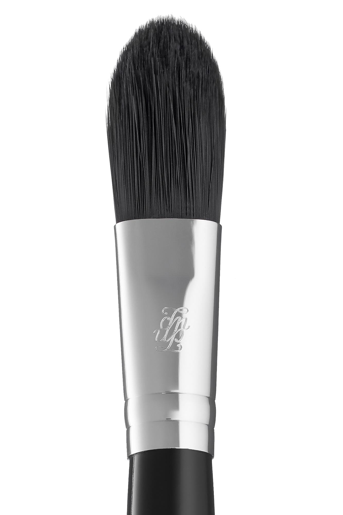 Кисть для нанесения основы под макияж и кремовых румян B94