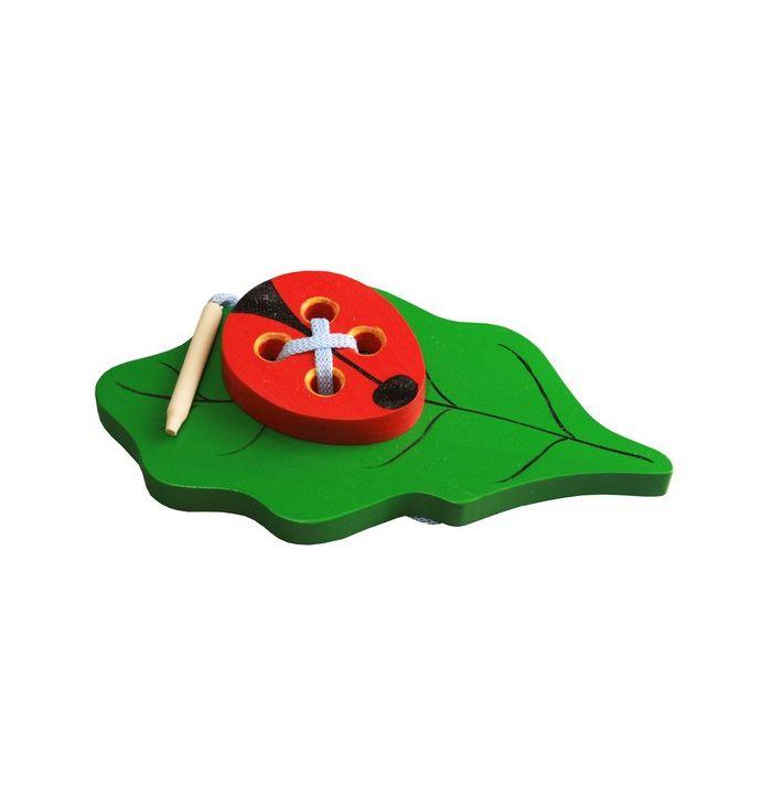 Шнуровка деревянная Жучок на листике Ш-095