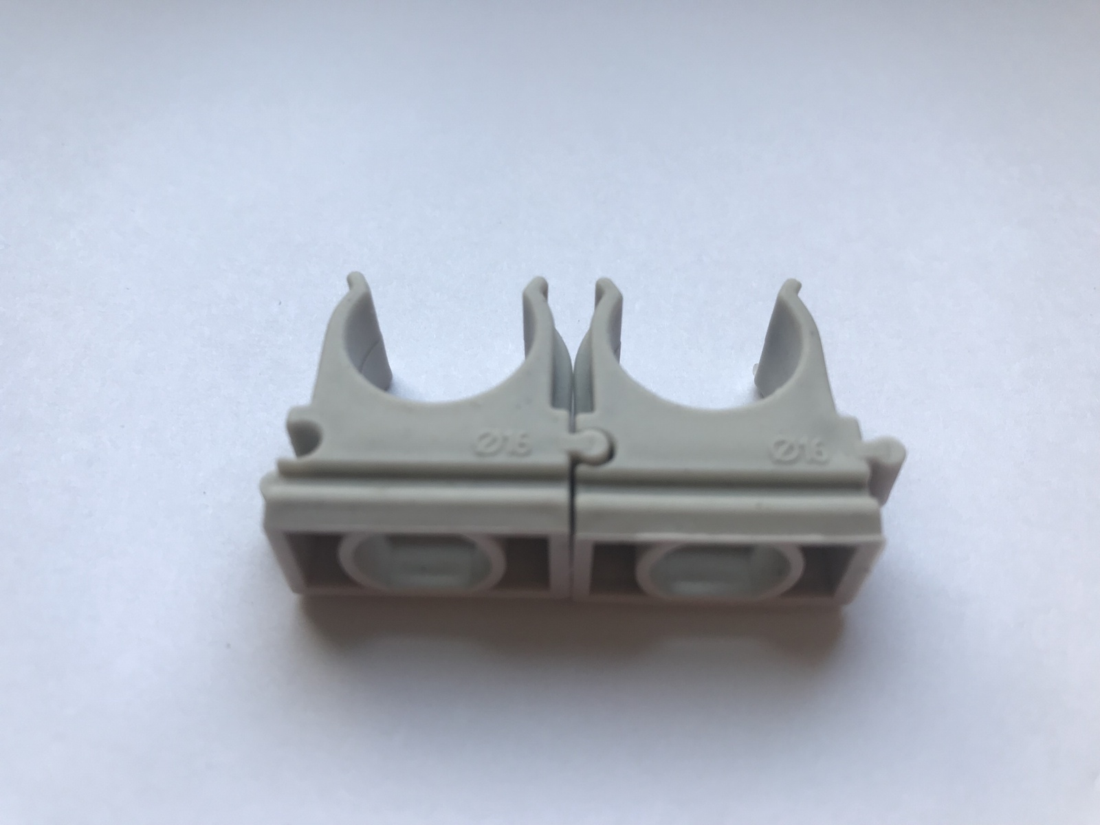 Клипса для крепежа гофротрубы диаметром 16 мм 100 шт.