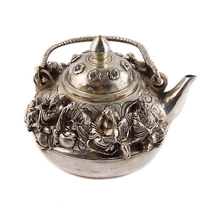 Китайский чайник Мудрецы в традиционном стиле. Металл, прочеканка. Китай, вторая половина XX века курительница слон в тибетском стиле бронза прочеканка китай вторая половина xx века