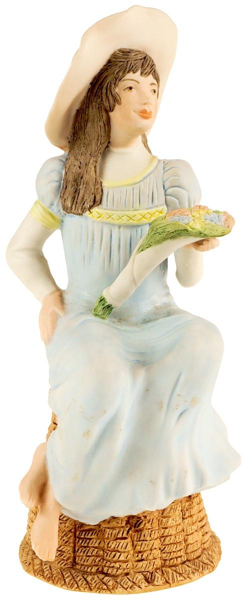"""Статуэтка """"Девушка с букетом"""". Фарфор, роспись. Высота 16 см. Wedgwood, Великобритания, вторая половина 20 века"""