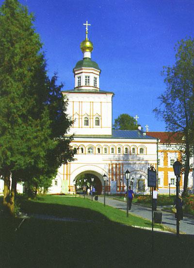 Источник: Толоконникова К., Монастыри России. Путешествие по родным святыням