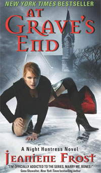 At Grave's End (Night Huntress, Book 3)   Фрост Джанин #1