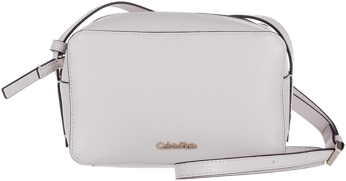 631310943c8f Сумка женская Calvin Klein Jeans, цвет: молочный. K60K603980/000 — купить в  интернет-магазине OZON.ru с быстрой доставкой