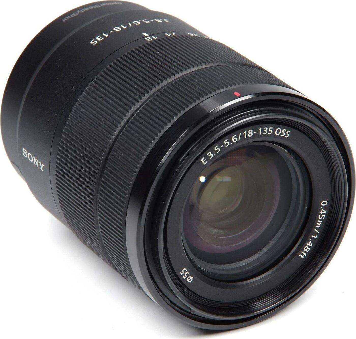 Объектив Sony E 18-135mm F3.5-5.6 OSS, черный