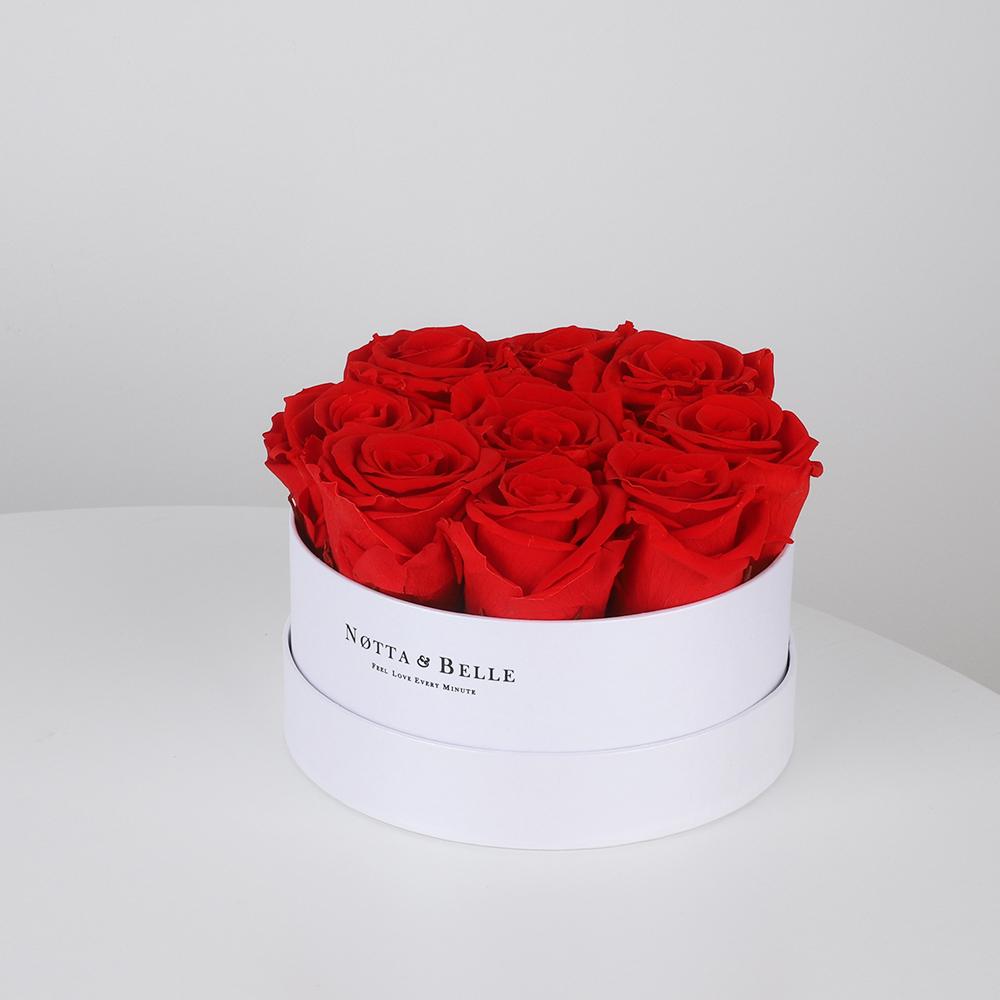 Долговечный букет из 9 стабилизированных роз в подарочной (шляпной) коробке