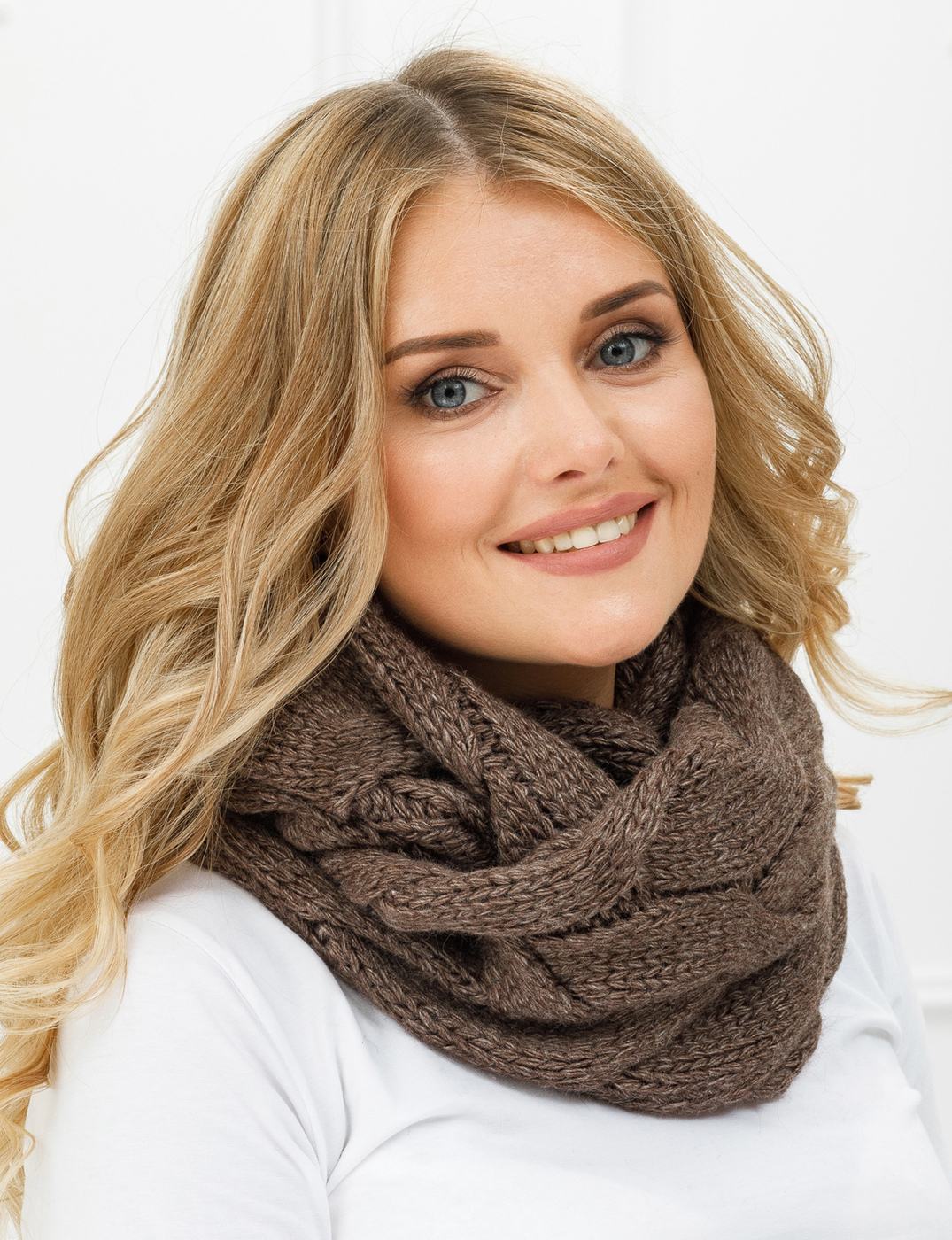 Стильный женский пуловер спицами из мохера фото профилактическая