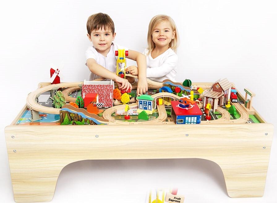 Игровой набор деревянной железной дороги со столом База Игрушек , 118 деталей