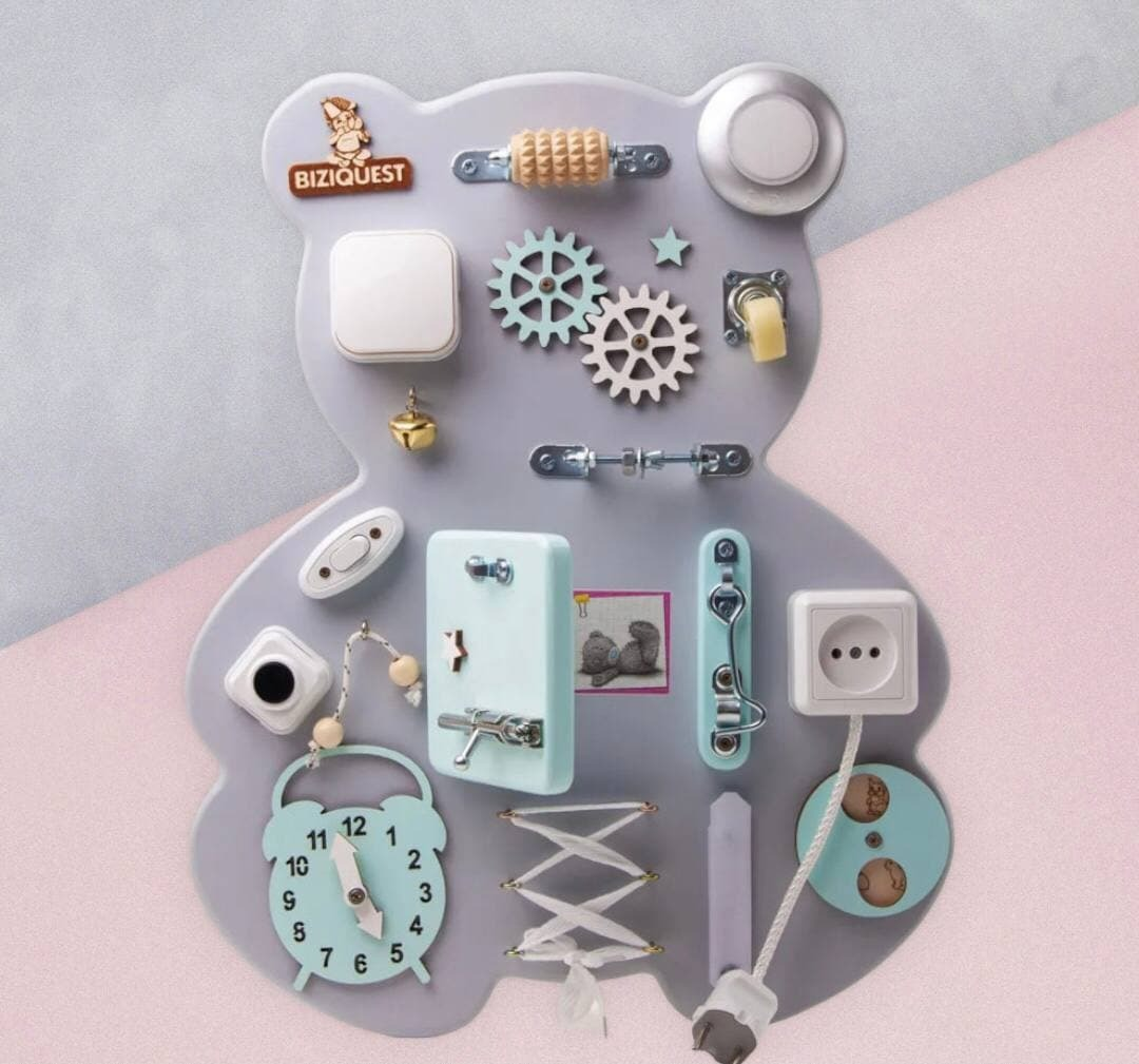 Бизиквест (BIZIQUEST) Бизиборд Премиум Мишка 48х38 см., игрушка развивающая со светом, бизиборд для мальчика, бизиборд для девочки