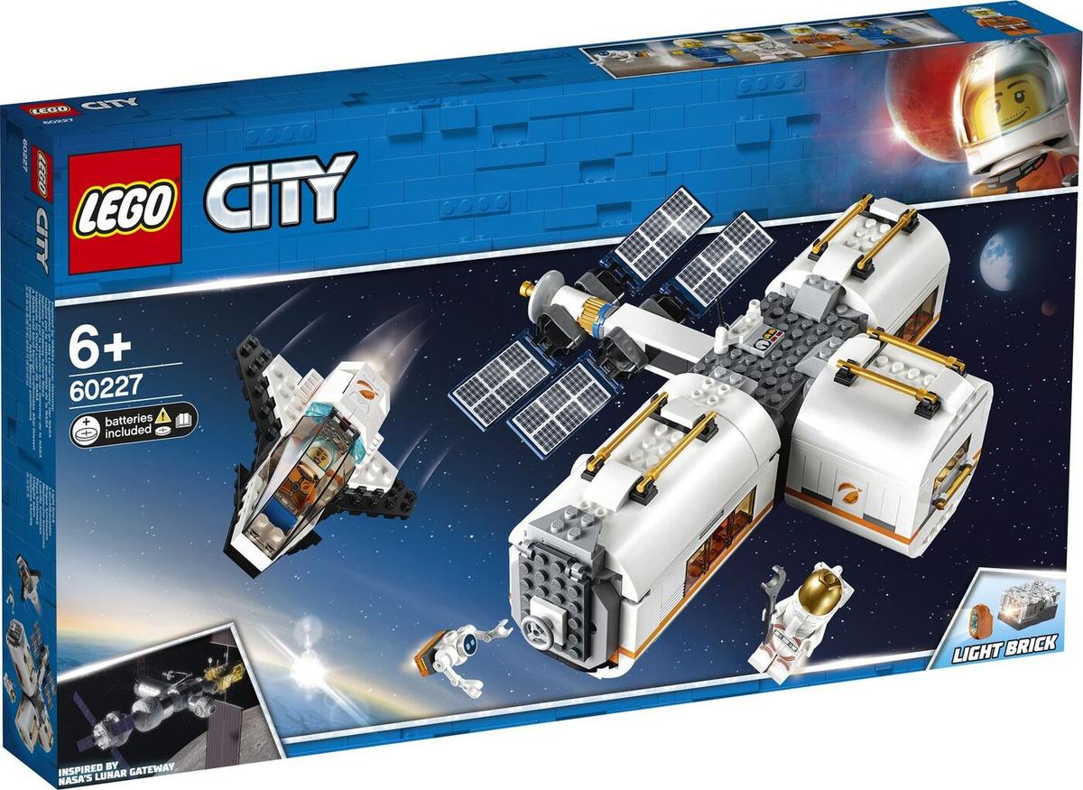 Конструктор LEGO City Space Port 60227 Лунная космическая станция #1
